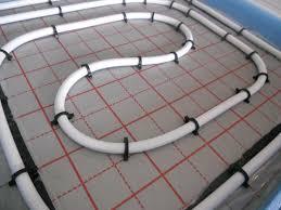 Eine fußbodenheizung ist eine flächenheizung, bei der die raumtemperatur meist über im fußboden verlegte rohre gesteuert wird. Fussbodenheizung Komplettsett Warmwasser Fsbh Rohr Dammung Isolierung Rolljet Ebay