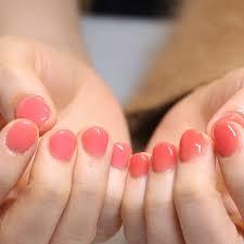 ワンカラーネイルが激アツなんだ季節色を使ったネイルで指先から感じる