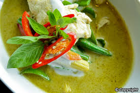 typical thai meals eating habits kaeng khieo wan kai