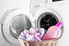 Có Nên Giặt Quần Áo Của Trẻ Sơ Sinh Bằng Xà Phòng Hoặc Nước Xả Vải?