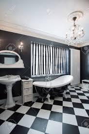 Blick Auf Schwarz Weiß Teuer Badezimmer Lizenzfreie Fotos Bilder