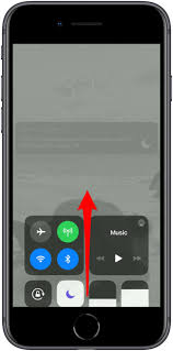 Call Flash Light In Iphone How To Turn Your Iphone Flashlight On Off Updated For Ios
