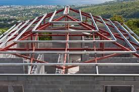 les avanes de la charpente métallique pour la construction d une maison individuelle