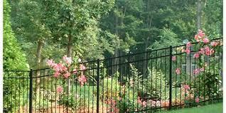 4 reasons aluminum fences make the best