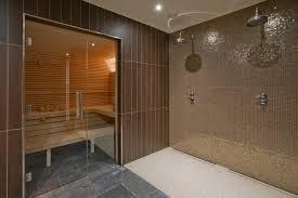 Honegg spa shower area