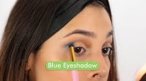 3 apply blue eye shadow