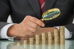 Resultado de imagem para moeda na mesa  fotos
