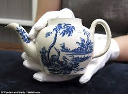 New York Met Museum buys £15 teapot for £500,000 | Daily Mail Online