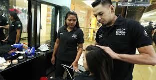 juga setiap peserta kursus akan mendapatkan sertifikat dan diterjunkan di berbagai event makeup jadwal bisa menyesuaikan dengan murid dan free alat alat