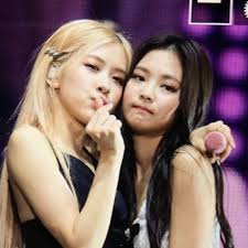 160810 twin yg entertainment models go viral for their unique appeal. Pin By Grechka On G In 2020 Blackpink Kpop Girls Yg Entertainment