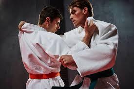 Обзор <b>кимоно</b> для <b>каратэ</b> в Декатлон