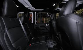 our 5 10 tester demonstrates how easy it is to enter and exit the back seat of the wrangler jl unlimited it also shows how much kneeroom there is when