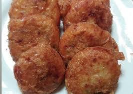 500 gram kentang goreng 1 kornet berukuran kecil 3 batang daun bawang, iris halus 2 kuning telur kaldu sapi secukupnya lada bubuk secukupnya pala. Resep Perkedel Kentang Kornet Bahan Membuat Perkedel Kentang Kornet Yang Bisa Manjain Lidah Resep2045