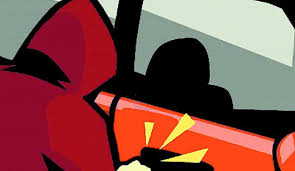 कार शीशा तोड़ अंगूठी व मोबाइल चोरी