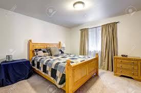 Man Schlafzimmer Interieur Mit Grau Bunten Bett Und Kommode