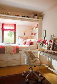 Small teen girls' bedroom design with style.