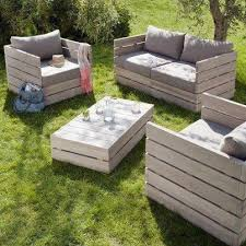 Outdoor furniture made out of pallets vl. i so love pallets.. they are so  cool to work with and there is so much to do with them.. geniusness i tel
