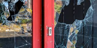difference between a licensed and non licensed glass repair companies