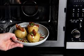 Many Europeans lack knowledge of proper microwave use |