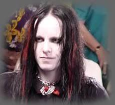 Joey Jordison creo que ninguno mas se ha llegado a desenmascarar... en todo caso usar las death mask - JoeyJordison