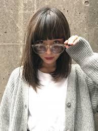 ミディアムストレートでかわいいをアップデート清楚が叶う髪型とは