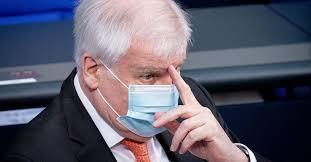 Bundeskanzlerin angela merkel (cdu) und bayerns ministerpräsident horst seehofer (csu) haben schlagfertig auf eine panne zum auftakt der medientage münchen reagiert und damit für lacher gesorgt. Re8fpmfwyiquqm