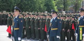 Более выпускников военного училища получили дипломы на площади  Более 70 выпускников военного училища получили дипломы на площади Металлургов ФОТО ВИДЕО