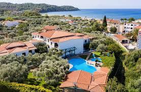 Sarjakuvien erikoisliike, kirjojen löytöaitta ja hämmentävyyksien kehto. Makedonia Appart Hotels Potos