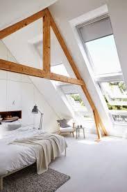 Skandinavische Gestalteten Dachgeschoss Schlafzimmer Mit Holzbalken