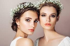 結婚式で小顔に見えるロングヘアの髪型アレンジを徹底解説 Mariee