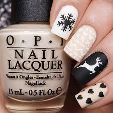 9 Stunning Nail Art Designs for the Winter Holidays - DipFeed