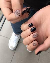 свежий тренд в маникюре стильные татуировки на ногтях