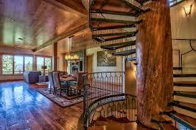 luxurious tree house. Courtesy Of Trulia Luxurious Tree House