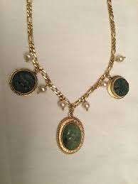 yellow gold necklace with pendant jade pearls