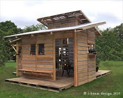The pallet house is simply and provides great flexibility in terms of  configuration. Each family could build a house based on their needs and  size.