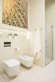 Dusche Mit Glastür Im Neuen Luxus Badezimmer Lizenzfreie Fotos