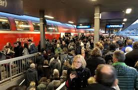 Der ausstand soll im güterverkehr bereits am dienstagabend um 19.00 uhr beginnen, kündigte der gdl. Streik Bei Der Deutschen Bahn Warnstreiks Sorgen In Stuttgart Fur Chaos Wirtschaft Stuttgarter Zeitung