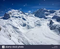 Mit Blick auf den Monte Rosa Massiv mit Dufourspitze Bergspitzen (links)  und Liskamm mit gornergletscher zwischen gesehen vom Gornergrat  Stockfotografie - Alamy