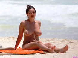 Sexy Kelly Brook Nude Tits