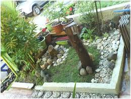 Backyards: Cozy Small Backyard Garden. Small Backyard Vegetable ...