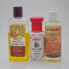 diy non toxic eye makeup remover with jojoba oil and vitamin e via fullgreenlife