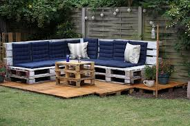 picture of low budget pallet outdoor lounge