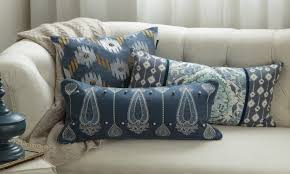 Tips on Decorating with Throw Pillows