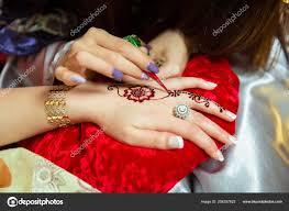татуировки хной дизайн женщины применяя хна татуировки женщин руки