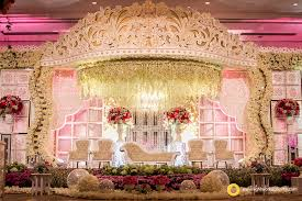 Decoration And Design Building Crown Wedding Stage By Grasida Decoration And Lighting By Lightworks 96