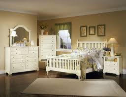 Cottage Bedrooms Decorating Decorating With White Bedroom Furniture Raya Furniture