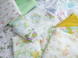 vintage flower sheets vintage bed sheets lot 60s 70s 80s flower print fabric in retro colors