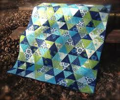 Best 25+ Triangle quilt tutorials ideas on Pinterest | DIY ... & Triangle Quilt (The Sassy Quilter) Adamdwight.com