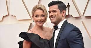 Kelly Ripa Wows Husband Mark Consuelos ...