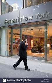 New York City Usa Ferrari Autohaus In New York City Stockfotografie Alamy